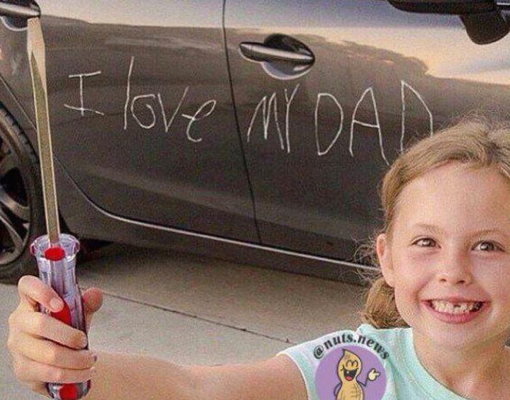 Con gái 3 tuổi cào xước 10 chiếc Audi trong showroom, bố mẹ bị buộc đền bù 700 triệu đồng