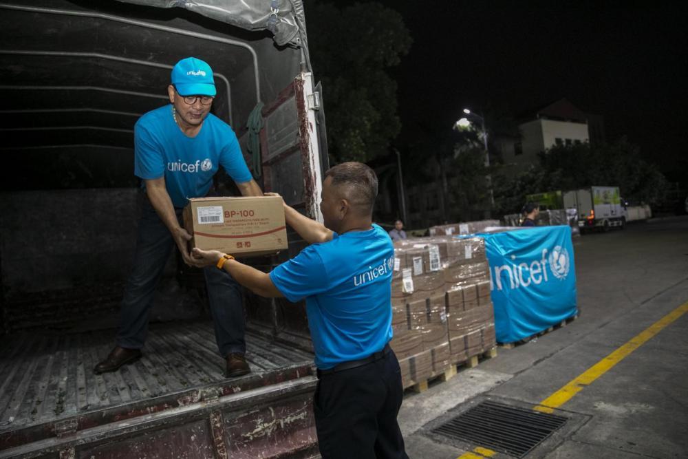 UNICEF vận chuyển bằng đường hàng không 10 tấn sản phẩm điều trị suy dinh dưỡng cho trẻ em Việt Nam